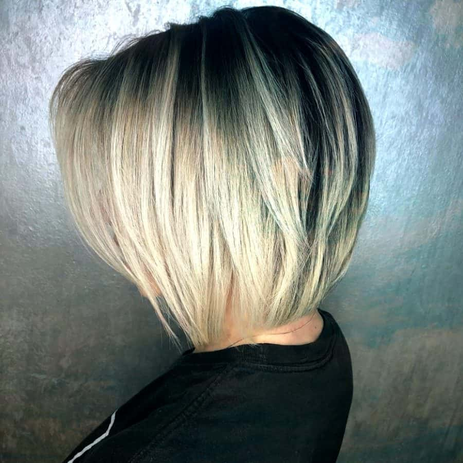 Blonder Stufig Schlüsselbein Bob Blonde Tapered Bob
