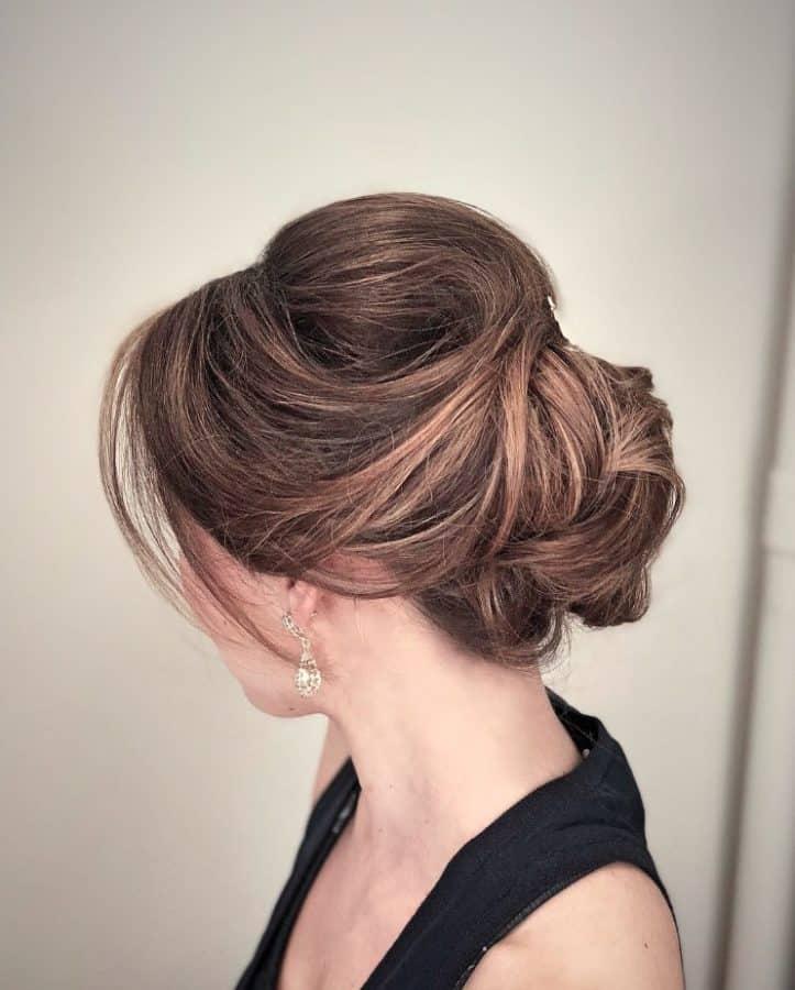 Frisuren Schulterlange Haare Ideen Klassischer formaler Bouffant-Updo