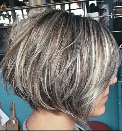 Damen Frisuren Bob Unordentlicher blonder Bob mit Lowlights