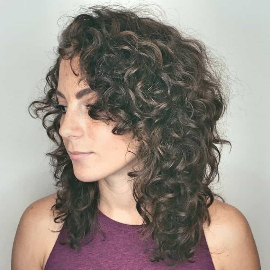 Wunderschönen Damen Frisuren Locken Erstaunlich Mittellange lockige geschichtete Frisur