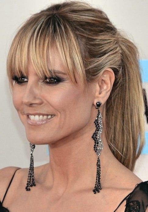 Wunderschönen Damen Frisuren ab 40 Inspirationen Blunt Bang Pferdeschwanz