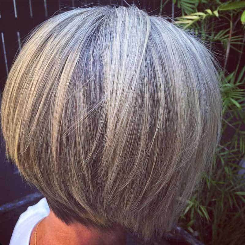 Glatter grauer Haarschnitt