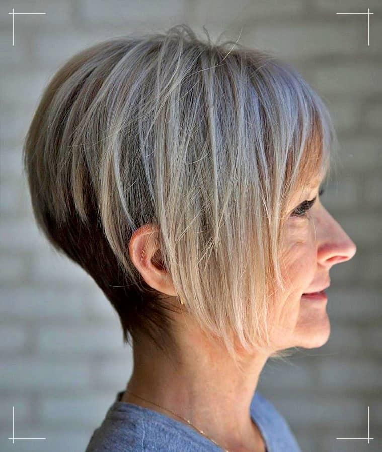 3 Frisuren für Frauen ab 40 Zweifarbige lange spitz zulaufende Pixie