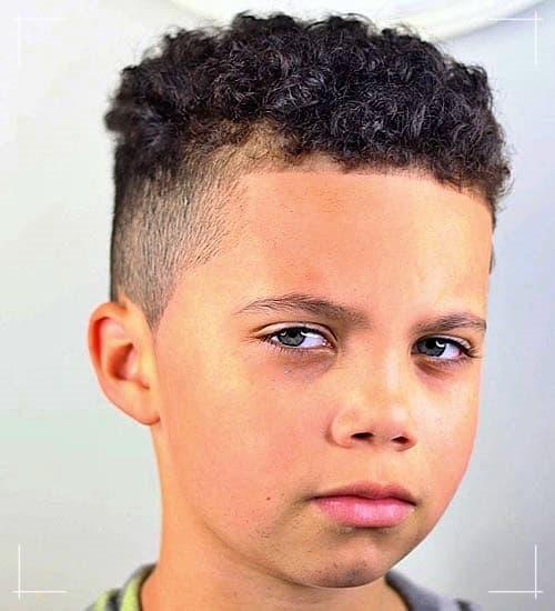 Gemischte Jungs Frisuren Haarschnitte