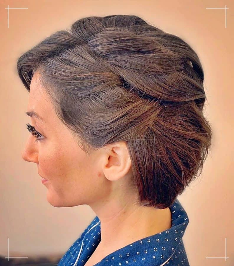 23 Kinnlanges Haar für die Braut