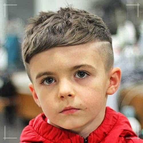 Jungs Frisuren Seitlich gefegtes kurzes Haar