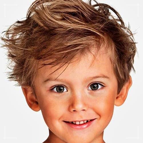 Jungs Frisuren Unordentliches zotteliges mittellanges Haar